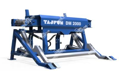 Tajfun DM 2000 rönkfeladó asztal